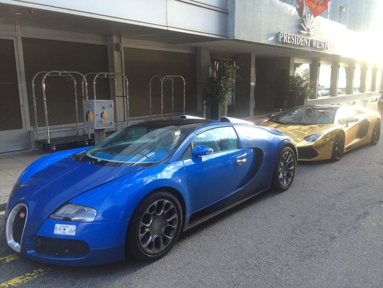 Hotel President Wilson: Arab plated play toys parked in front of the hotel
