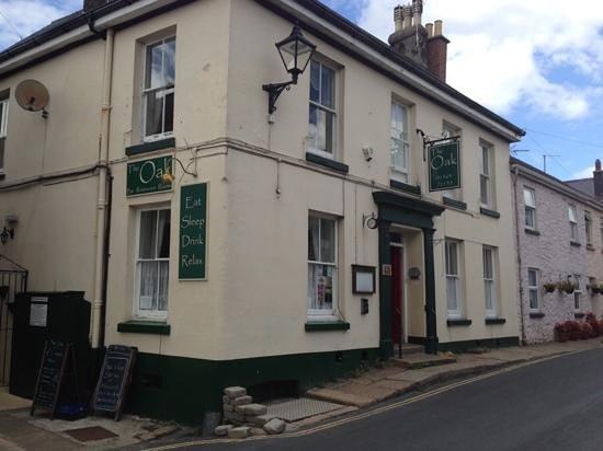 The Oak Inn: outside
