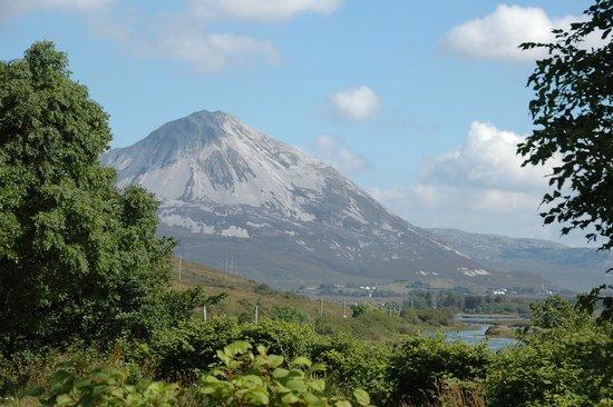 Ostan Loch Altan: Errigal Mountain
