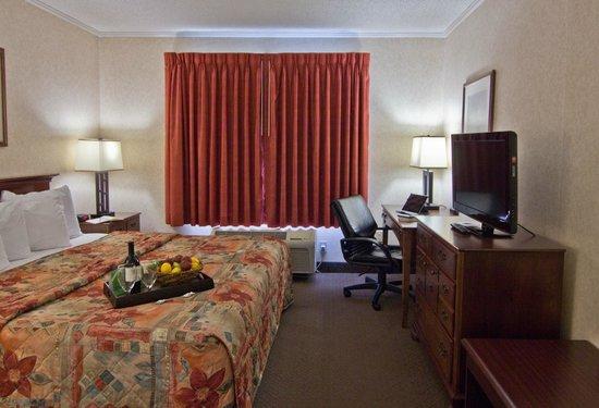 Coshocton Village Inn & Suites: Executive King Suite
