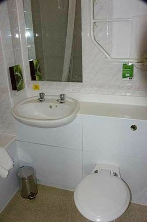 Premier Inn Wrexham North (A483) Hotel: bathroom