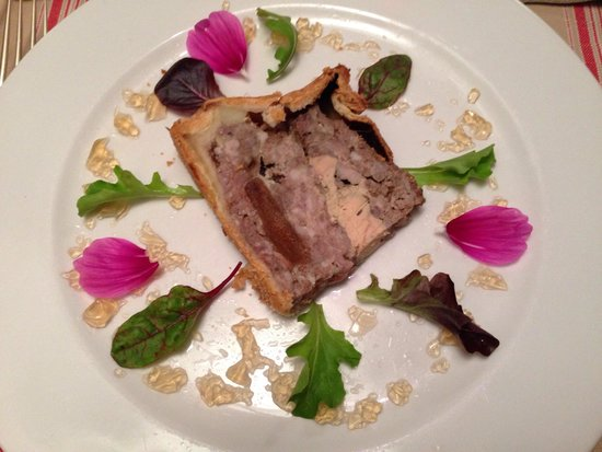 Le Saint Honore: Tours pate, creative and delicious. Lovely presentation
