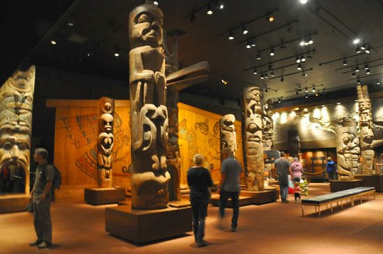 Real Museo BC: Large room full of totems
