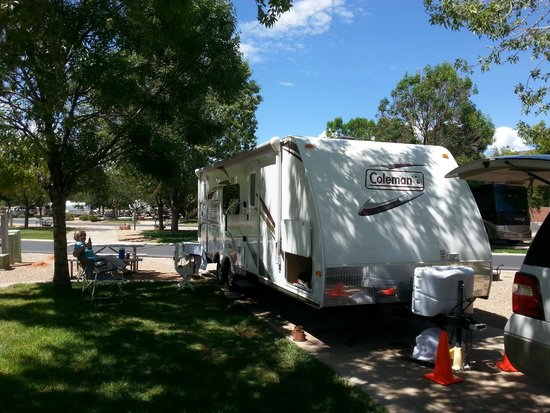 Zion River Resort : Shade and grass at RV site
