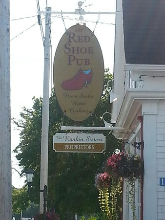 The Red Shoe Pub: The sign