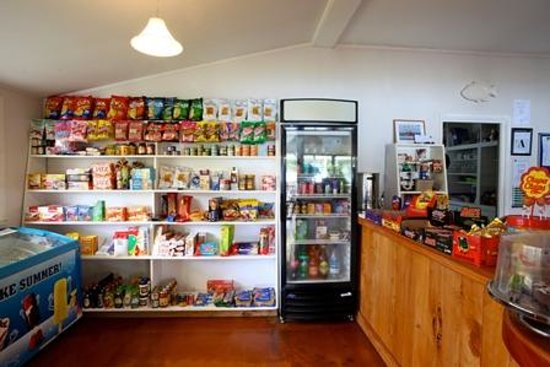 Whangapara, Nova Zelândia: Small Shop ffor supplies