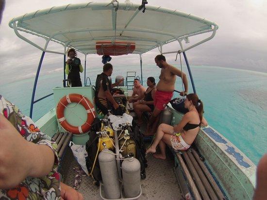 Eleuthera Bora Diving Center: barco