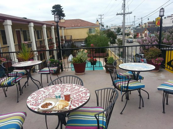 Super 8 Santa Cruz/Beach/Boardwalk West: breakfast patio