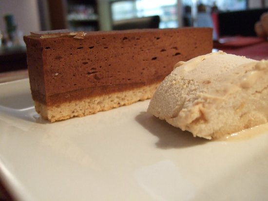 Le Péché Gourmand: Chocolate & nut prailine cake with hazelnut ice cream