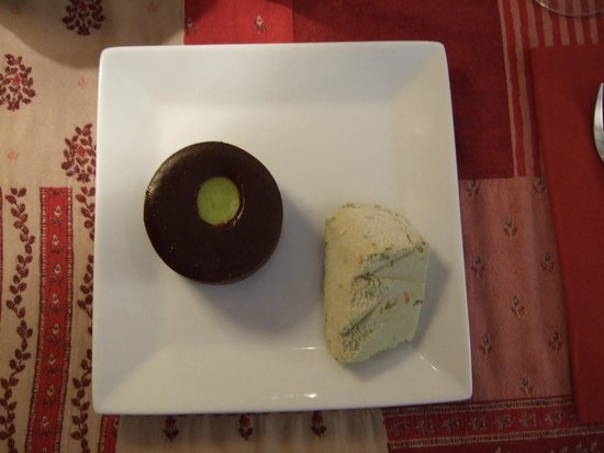 Le Péché Gourmand: Dark Chocolate Pistachio Fondant with pistachio ice cream