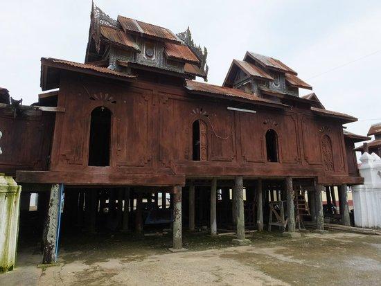 Shwe Yaunghwe Kyaung : 僧院