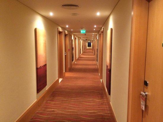 Ibis Al Rigga: Corridor