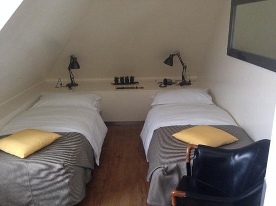 Central Plaza Hotel: room