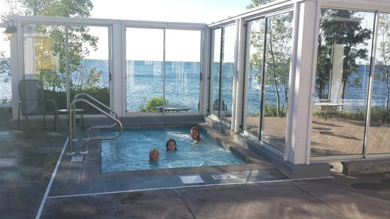 Bluefin Bay on Lake Superior: Outdoor pool/ hot tub