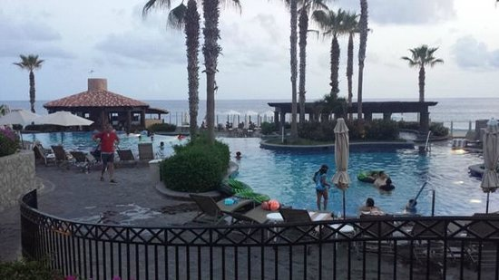 Pueblo Bonito Sunset Beach Golf & Spa Resort: The main pool - it's huge. Several pools there