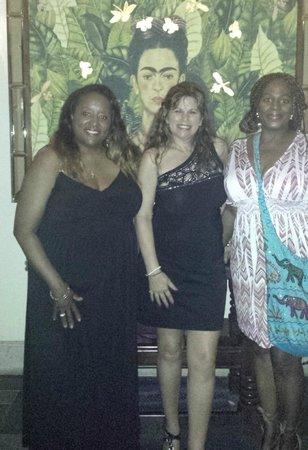 Pueblo Bonito Sunset Beach Golf & Spa Resort: Ladies dining at Frida's