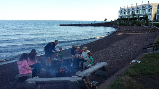 Bluefin Bay on Lake Superior: Bonfire with s'mores every night