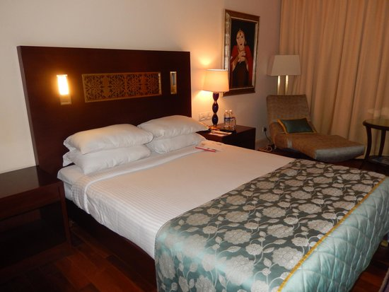 The Gateway Hotel Ganges Varanasi: Cama