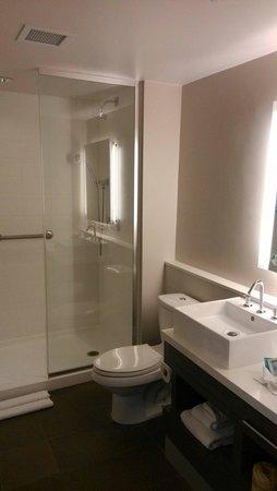 Element Miami International Airport: salle de bain