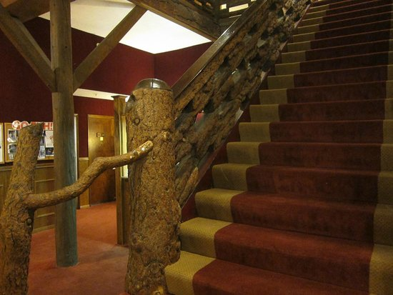 Heidelberg Inn: Impressive staircase made from redwood
