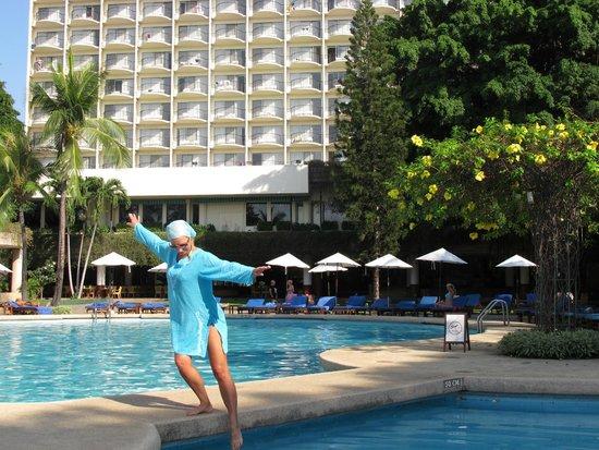 Montien Hotel Pattaya: возле бассейна