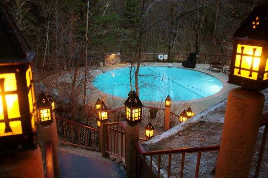 The Majestic Yosemite Hotel: Secret path to pool