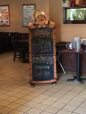 Yanni's Grille: Foyer Shot