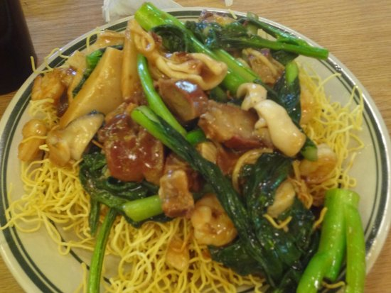 Sun Sai Gai: Noodle Dish ~ Their House Specialty with Crispy Noodles