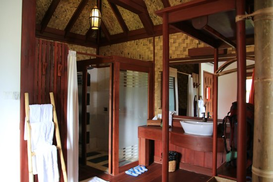 Pristine Lotus Resort : very spacious bathroom but without a door