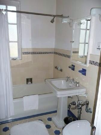 Chateau Marmont: Bathroom