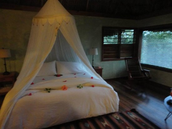 Gaia Riverlodge : Inside the cabana