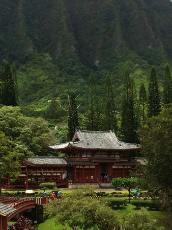Byodo-In Temple: Lush, green mountain view