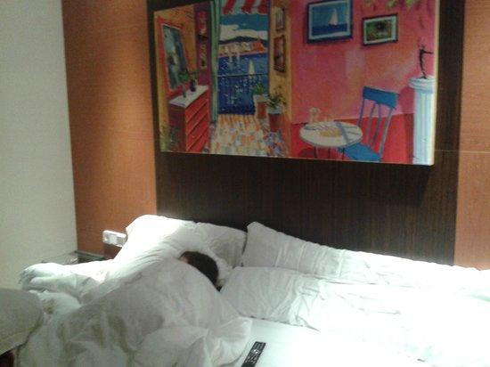 Hotel Platjador: Cama grande (1.35+90)