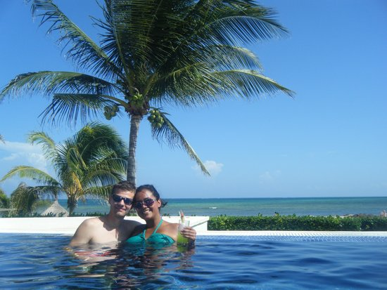 Secrets Silversands Riviera Cancun: The infinity pool!! So beautiful and refreshing.