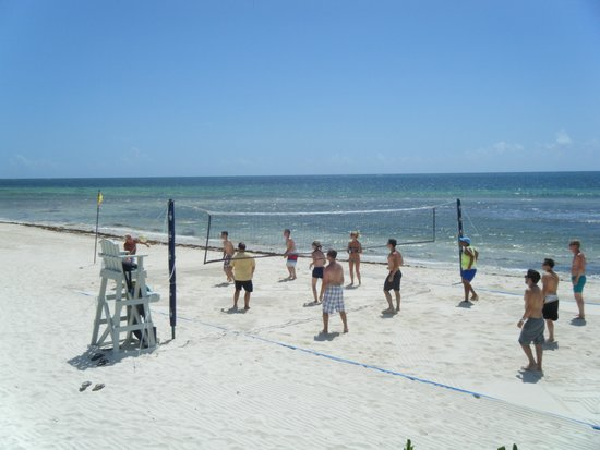 Secrets Silversands Riviera Cancun: My husband loved the daily beach vollyball going on.