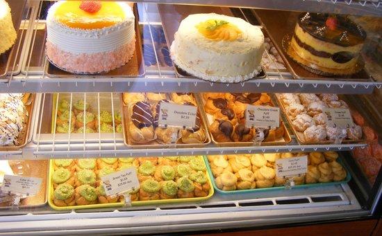 Hawaiian Escapades - Private Tours: Liliha Bakery