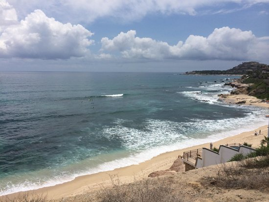 Cabo Surf Hotel: Surf break in front of hotel