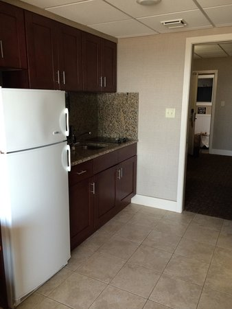 Montreal Beach Resort: Lovely Kitchenette, with everything you need.