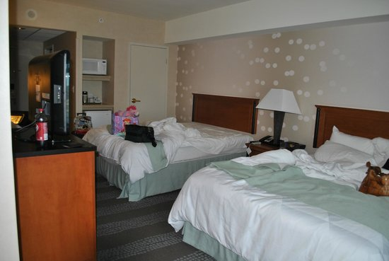Radisson Hotel & Suites Fallsview: Spacious, comfortable, and peaceful room