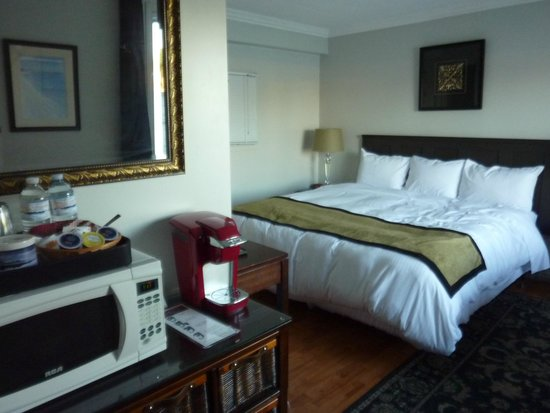 The Water's Edge Inn: our room