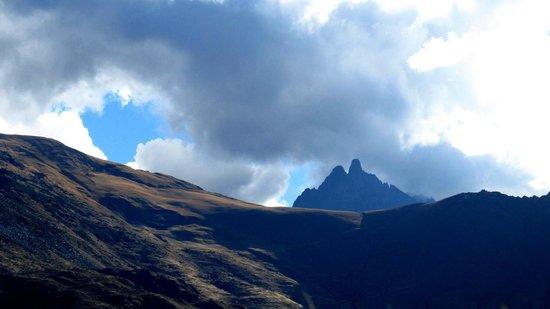 Tempel von Ollantaytambo: Las montañas desde el templo del sol