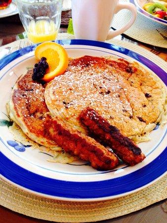 West End Inn: Blueberry pancakes for breakfast!