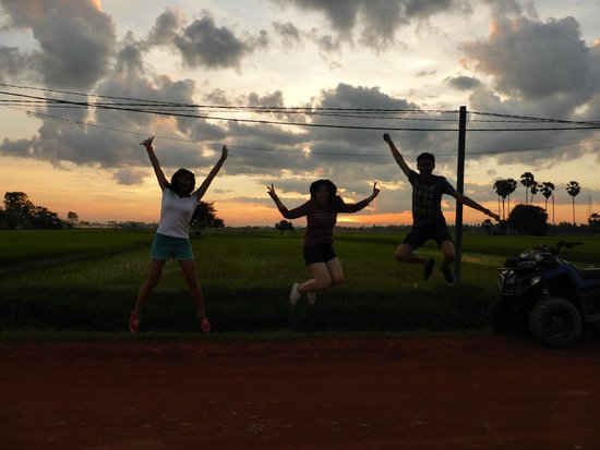 Quad Adventure Cambodia Siem Reap: Awesome view of sunset across the paddy fields.
