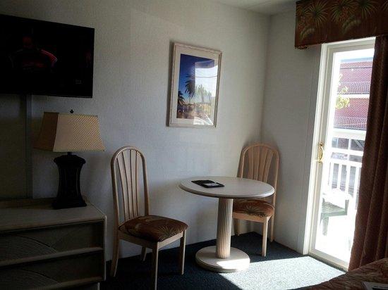 Riviera Resort & Suites: Room with balcony