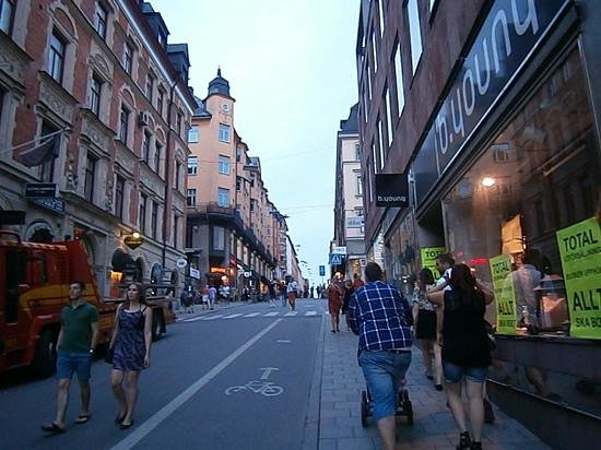 Hilton Stockholm Slussen: Neighbourhood comes alive at night near the hotel.