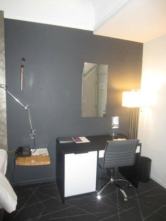Hotel Diva: Desk Area