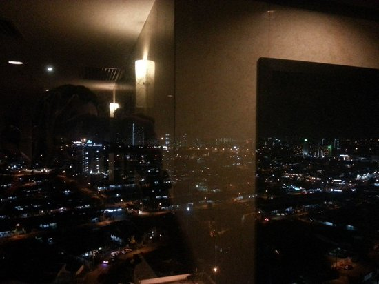 Hotel Grand Paragon: Hallway at night