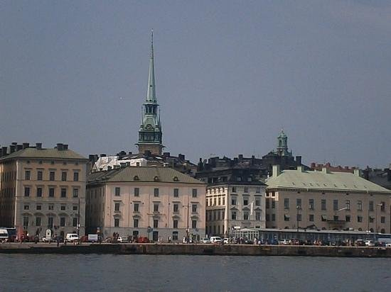 Hilton Stockholm Slussen: Hotel is a short walk over the bridge from the old town and the main train station