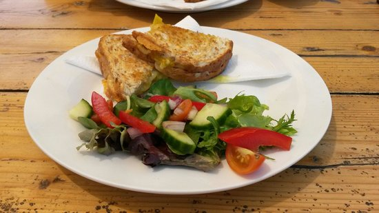 Berry Springs, Australia: Delicious cheese toastie.