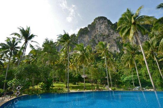 Ban Sainai Resort Aonang- Thailand: Beeindruckender Blick vom Pool